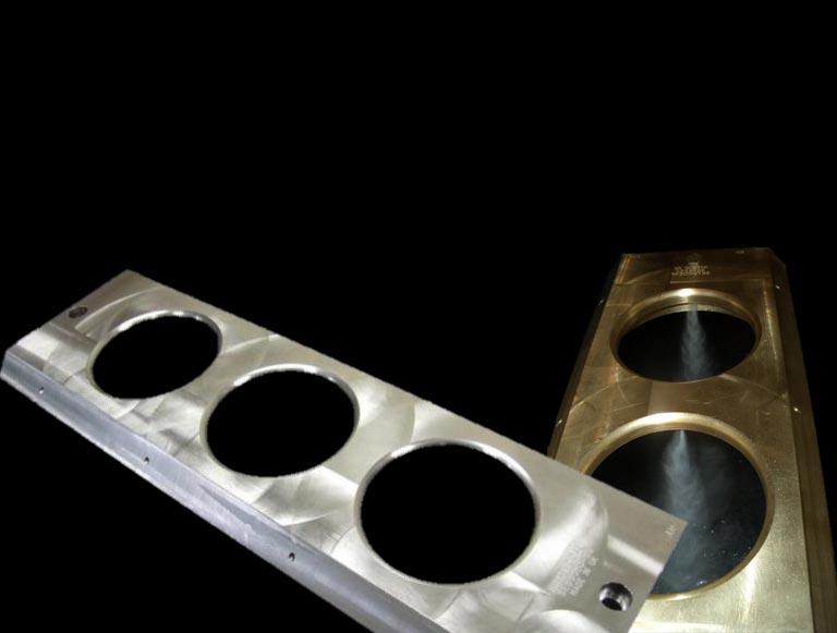 Graphoidal scoop spray plates